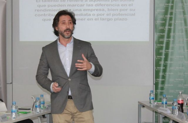 Arturo Cuenllas, director del Máster en Dirección Hotelera y Restauración de Ostelea