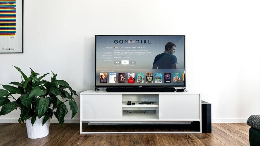 el coronavirus aumenta el consumo de televisión entre los jóvenes españoles