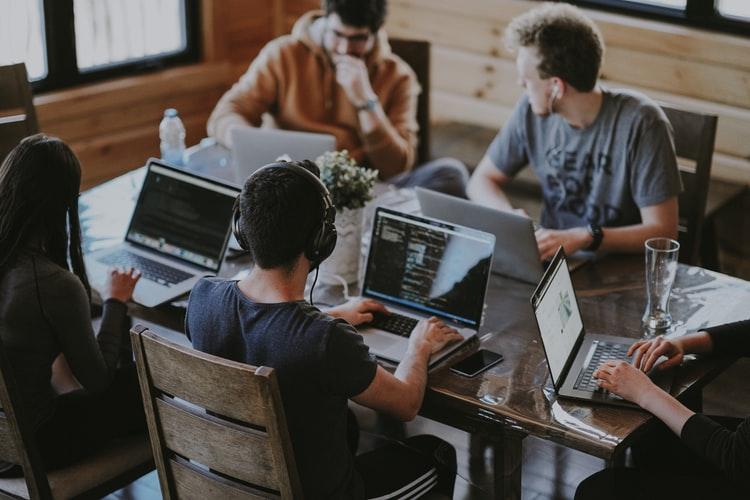 como combinar personas, marca y tecnologia