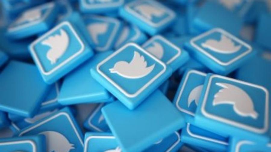 Cómo crear campañas de anuncios en Twitter. Foto de Fondo creado por natanaelginting - www.freepik.es