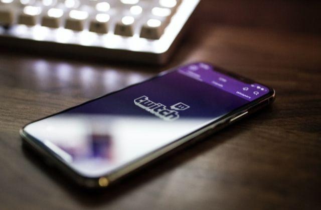 Twitch, plataforma digital para gamers y videojuegos en streaming. Foto de Caspar Camille Rubin en Unsplash