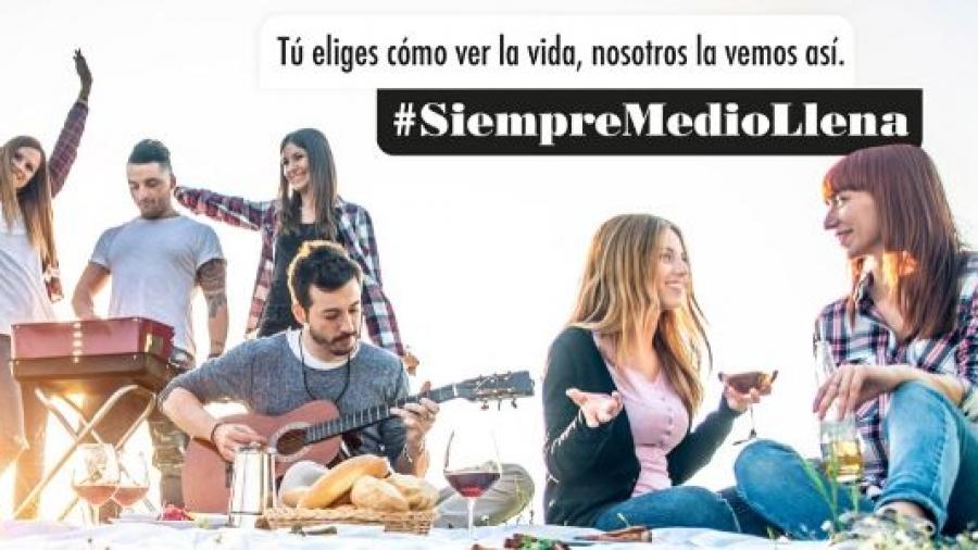 campaña #SiempreMedioLlena de Diluvia para OIVE
