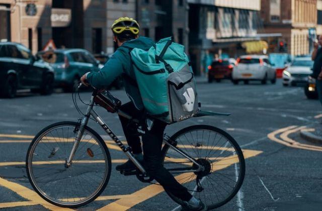el modelo de negocio de Deliveroo. Foto de Ross Sneddon en Unsplash