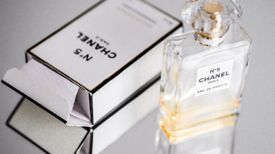 marketing de Chanel. Foto de Laura Chouette en Unsplash