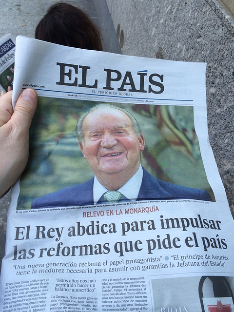 Ejemplar impreso del diario El País
