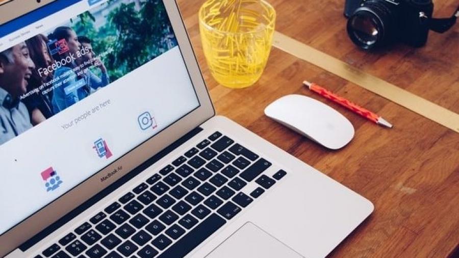 Facebook Ads o Anuncios en Facebook amplía servicios. Foto de Will Francis en Unsplash