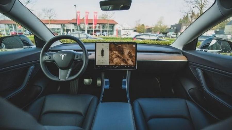 coches Tesla. Foto de Bram Van Oost en Unsplash
