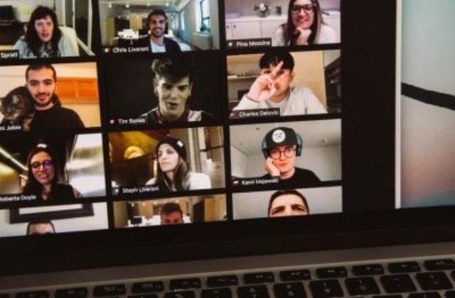 la clave del éxito de Zoom videollamadas. Foto de Charles Deluvio en Unsplash