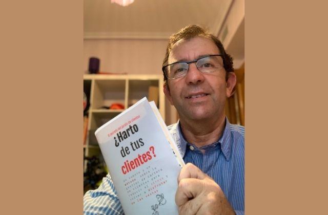 Enrique Bueno publica la novela empresarial El secreto del jardín de clientes