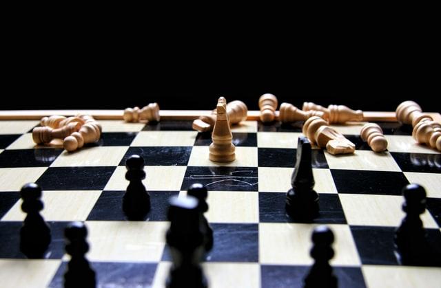 Gambito de dama aumenta el interés por el ajedrez