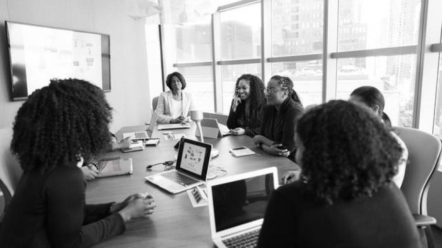 claves de la inteligencia emocional femenina y emprendimiento de mujeres