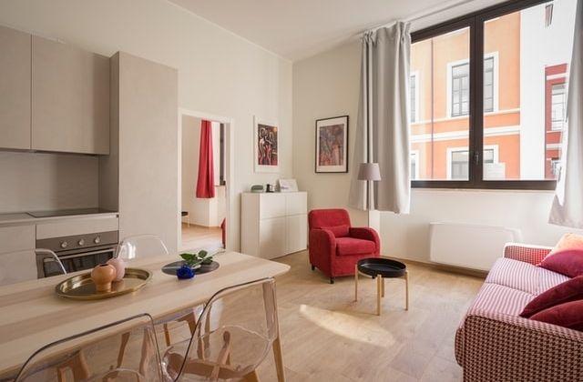 Airbnb vs Booking apartamentos vacacionales
