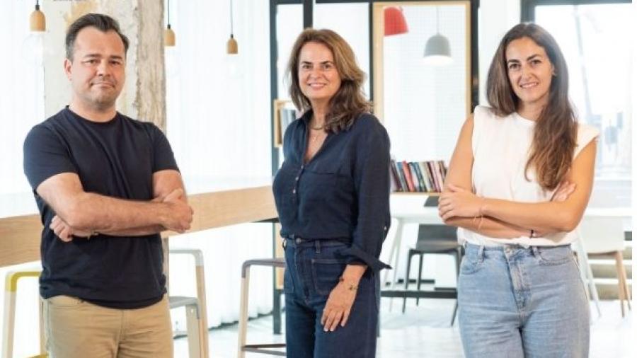 Cristina Barturen, Javier Díaz e Isabel Tárdez de Arnold Fullsix CX